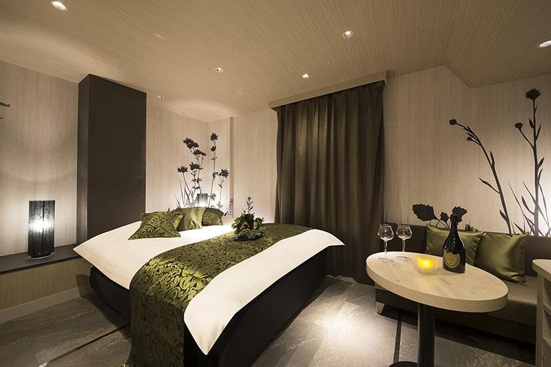 Room:702
