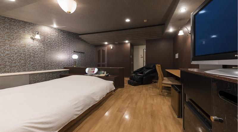Room:208